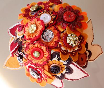 weddingstylist button bouquet8 Με κουμπιά και φαντασία