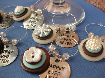 weddingstylist buttons1.jpg1 1 Με κουμπιά και φαντασία