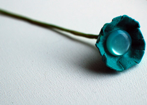 weddingstylist eggcartonsingleflower12 Λουλούδια με κουμπιά