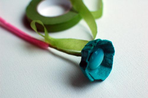 weddingstylist eggcartonwrapweb11 Λουλούδια με κουμπιά