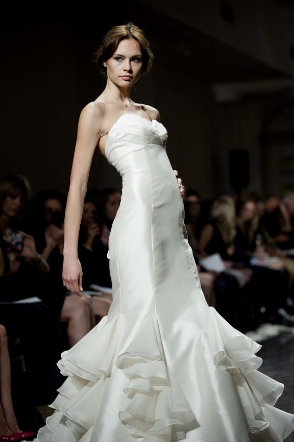 wedding dress lazaro fall 2012 bridal gowns sleek mermaid ruffles Άνοιξη 2012  Νυφικά από την Tara Keely