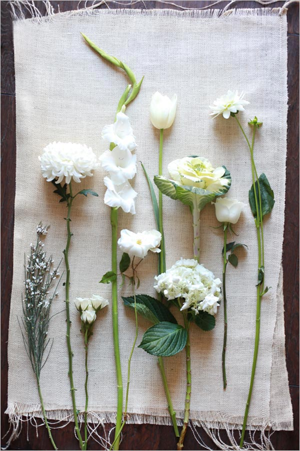 Weddingstylist white weddin άσπρα λουλούδια στον