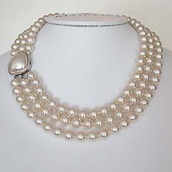 weddinstylist pearls Όταν μια νύφη...μεταφέρεται στο πλατό του Mad Men