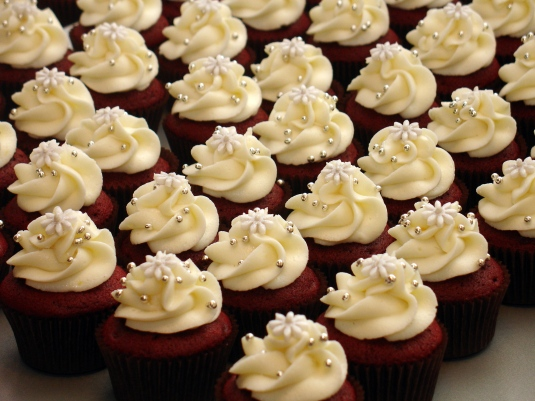 weddingstylist gamos velvet cupcakes Το πιο βαθύ βελούδινο φιλί