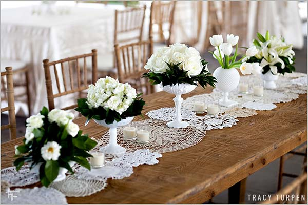 weddingstylist lace table wedding Δαντέλα και πέρλα παντού!