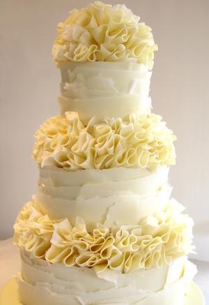 weddingstylist ruffles cake Κυματιστά εφέ για...αέρινες νύφες!