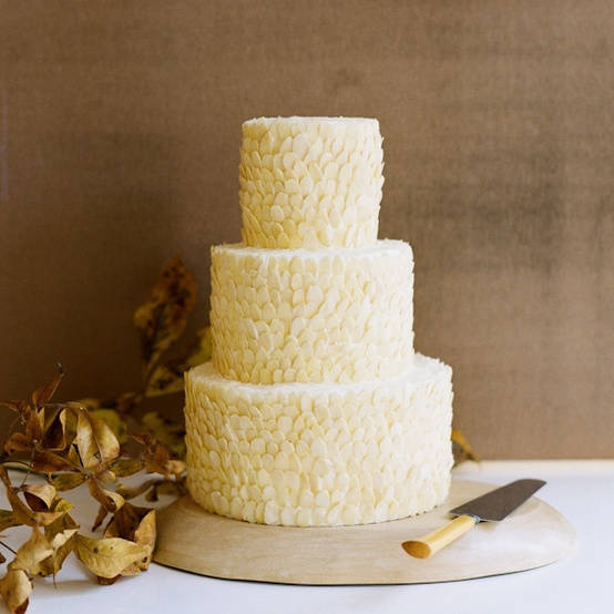 weddingstylist_almond_wedding_cake